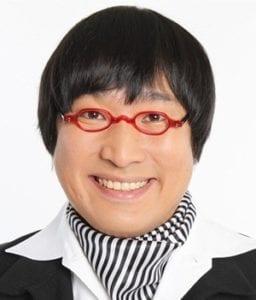 山里亮太は奥さんの蒼井優と同じアイドルのライブに行ったが席は別!_山里顔のみ