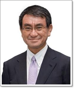 河野太郎外相の人気の理由はなぜ?政治家としての実績がすごいから?
