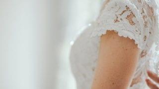伊藤綾子のウエディングドレスの値段やブランド,デザイナーは?アイキャッチ