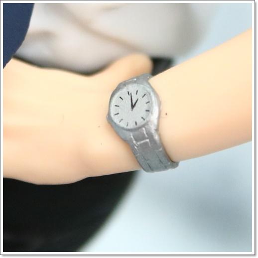 野原ひろしの私服ブランド,愛車や腕時計など愛用ファッションを予想!腕時計1